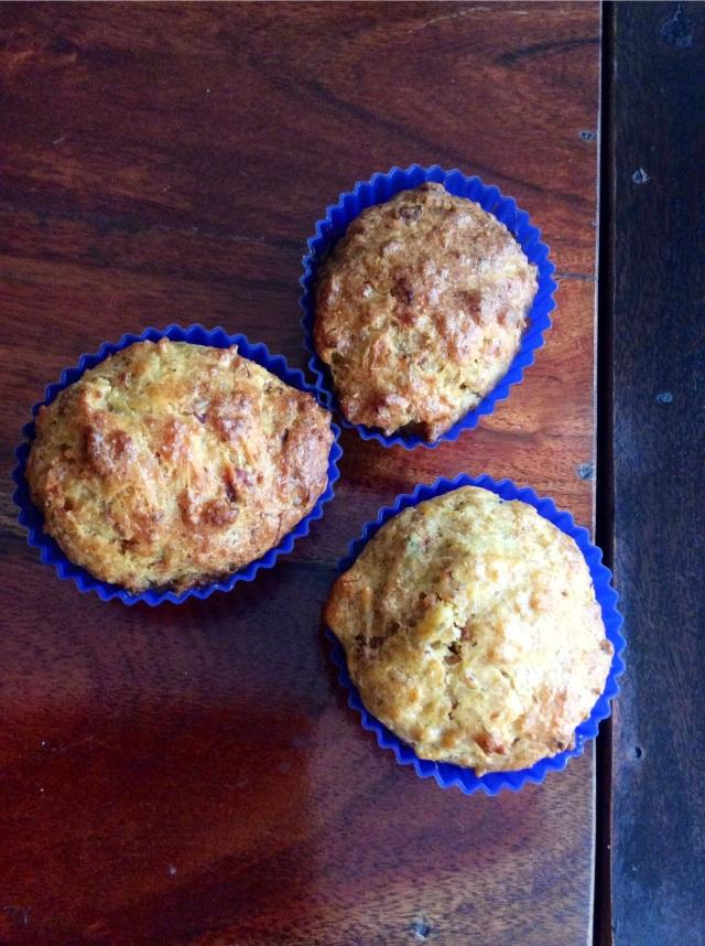 Mini cakes de queso y hierbas. Bizpireta